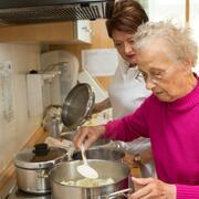 Gemeinsames Kochen - Aktivitäten mit unseren Bewohnern